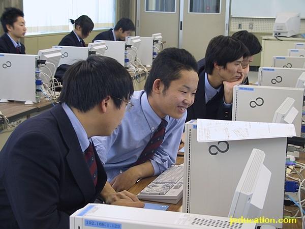 โรงเรียนมัธยมปลาย ในประเทศญี่ปุ่น